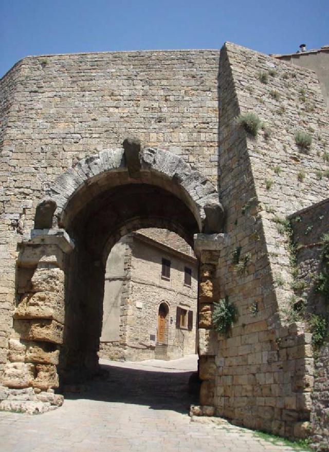 Volterra Porta teste tagliate 2